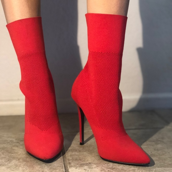 a50d5e25c13 Red Claire bootie Steve Madden. M 5babe6c00cb5aa0d7692a053